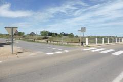 A gauche le départ de la voie verte en direction de Vauvert