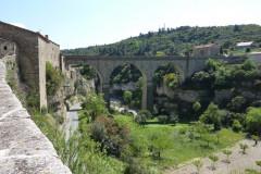 Pont-viaduc qui enjambe la Cesse