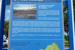 Panneau indicatif sur les berges de la rivieres des Roches