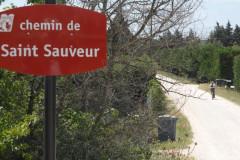 Prendre à droite sur le chemin Saint Sauveur