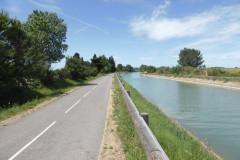 L a voie verte longe le canal Philippe-Lamour